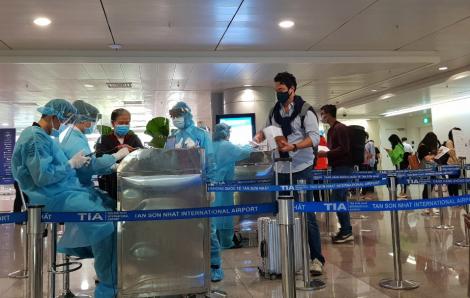 TPHCM lấy mẫu xét nghiệm COVID-19 tất cả hành khách xuống sân bay Tân Sơn Nhất và ga Sài Gòn