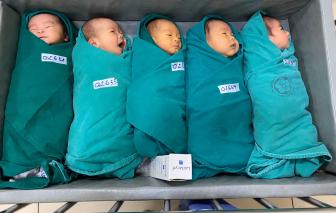 """Những em bé """"đặc biệt"""" chào đời sau cánh cổng phong tỏa của Bệnh viện Bạch Mai"""