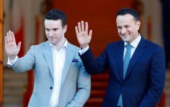 Thủ tướng Ireland đăng ký lại hành nghề bác sĩ để tham gia chống dịch COVID-19