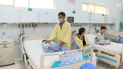Vụ 6 em bé trong gia đình cùng nhập viện, mời chuyên gia vào điều tra