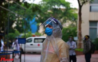 """Bệnh viện Phụ sản Trung ương trang bị """"mặt nạ"""" ngăn giọt bắn cho thai phụ đến khám bệnh"""