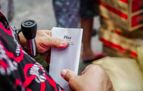 """""""Món quà của Báo Phụ Nữ TPHCM giúp chúng tôi bớt gánh nặng cơm áo trong mùa dịch"""""""