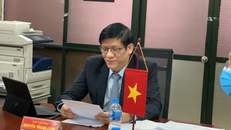 Việt Nam hỗ trợ Lào khẩu trang y tế, dụng cụ chẩn đoán COVID-19