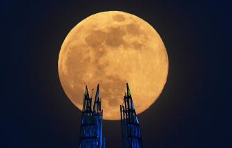Vẻ đẹp của siêu trăng nhìn từ khắp nơi trên thế giới