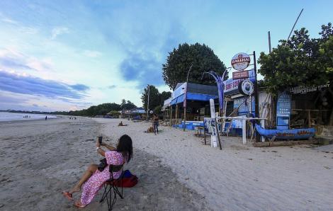 Bali hoang vắng, Indonesia suy sụp vì thiếu khách du lịch
