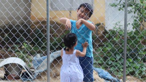 """Nhờ nghỉ dịch, cậu bé Sài Gòn mới được """"làm thân"""" em ruột ở Lâm Đồng"""