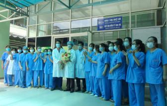 Nữ điều dưỡng ở Bệnh viện Bạch Mai mắc COVID-19 đã khỏi bệnh và xuất viện về nhà
