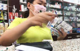 Ồ ạt tăng giá thuốc hạ sốt mùa COVID-19