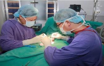 Bé trai 14 tuổi phải cắt bỏ tinh hoàn do bị xoắn nhưng chẩn đoán viêm