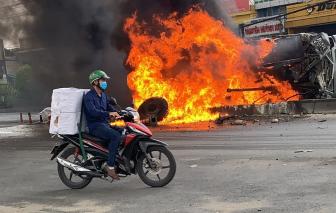 Lật nhào xuống đường, xe ben cháy như đuốc ở cửa ngõ TPHCM