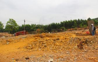 Sau 2 năm doanh nghiệp khai thác lấy hàng tấn vàng bỏ đi, Bồng Miêu tan hoang vì vàng tặc