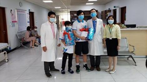 Bệnh nhi 10 tuổi mắc COVID-19 ở TPHCM khỏi bệnh, được xuất viện