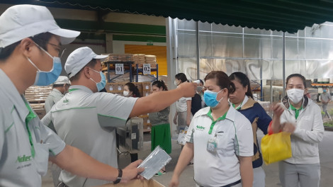 TPHCM xét nghiệm sàng lọc COVID-19 cho công nhân