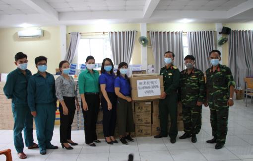 Thăm, tặng quà lực lượng làm nhiệm vụ tại khu cách ly Đại Học Quốc Gia TP.HCM