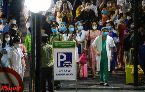 Tụ tập hát hò mừng ngày thoát cách ly, Bệnh viện Bạch Mai bị yêu cầu kiểm điểm