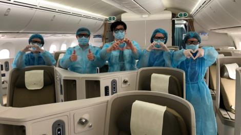 Đón 12 công dân Việt Nam bị kẹt hơn 10 ngày tại sân bay Nhật Bản về nước