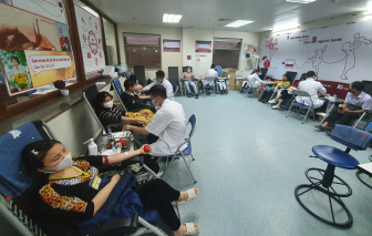 Vận động toàn dân hiến máu tình nguyện để giải quyết tình trạng khan hiếm máu do dịch COVID-19