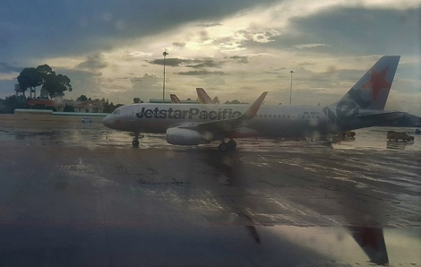Sài Gòn mới mưa đã sợ ngập sân bay Tân Sơn Nhất vì rác quá nhiều