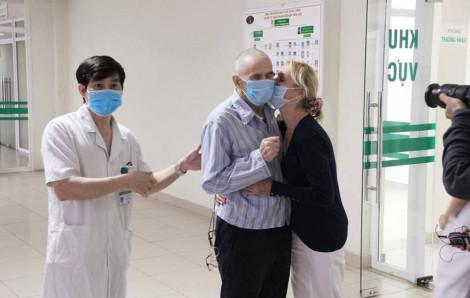 """Trước khi cùng chồng rời Việt Nam, nữ y tá hạnh phúc vì """"Nếu ở Anh, chưa chắc tôi được cứu sống"""""""