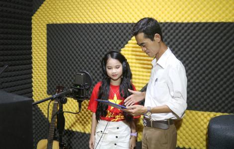 """Chống dịch với """"Thắm tình Việt Nam"""" của thầy giáo Hà Tĩnh"""