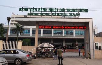 Điều dưỡng Bệnh viện Bạch Mai cùng 13 bệnh nhân COVID-19 khỏi bệnh, xuất viện