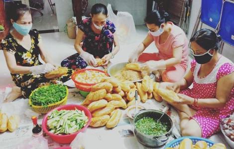 Tại Bình Thạnh, nhiều điểm trao bữa ăn tình thương vẫn được duy trì