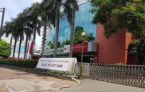 Phụ huynh không đồng tình, Trường dân lập quốc tế Việt Úc tạm không thu tiền ăn và đưa đón