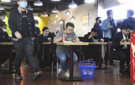Số ca nhiễm COVID-19 tại Trung Quốc bất ngờ tăng mạnh trở lại