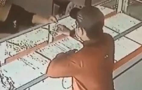 Nghi phạm cướp tiệm vàng ở Sài Gòn bị bắt