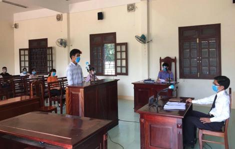 Lĩnh 9 tháng tù giam vì hành hung cán bộ kiểm dịch COVID-19