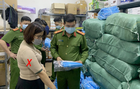 Khởi tố 3 đối tượng làm giả hơn 1.200 trang phục, thiết bị bảo hộ y tế
