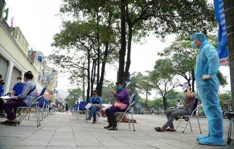 Đã xét nghiệm COVID-19 cho hơn 600 tiểu thương tại các chợ đầu mối ở Hà Nội
