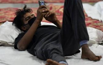 Hàng chục ngàn người lao động Ấn Độ mắc kẹt tại trại tập trung