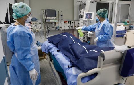 Đại dịch COVID-19: Lằn ranh giữa sự sống và cái chết trong phòng điều trị tích cực
