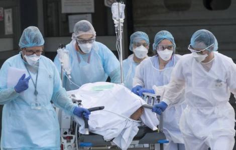 Anh: Bác sĩ cảnh báo ngừng điều trị bệnh nhân COVID-19 để tự bảo vệ mình