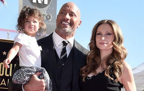 The Rock bày kế giải quyết mâu thuẫn khi hai vợ chồng ở nhà cách ly