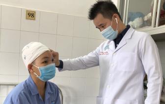 Dùng máy tự chế cắt rau,  một phụ nữ bị cuốn sạch da đầu