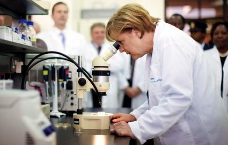 Thủ tướng Angela Merkel và chìa khóa thành công trong chống dịch COVID-19