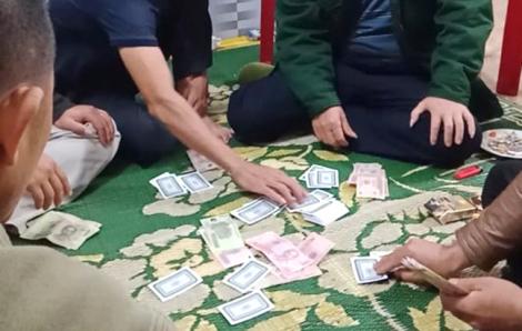 Đình chỉ công tác chủ tịch xã bị tố đánh bạc với người dân giữa đại dịch COVID-19