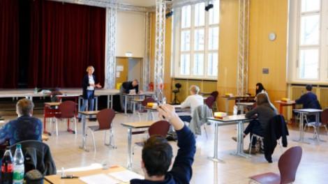 Phương Tây thận trọng trong việc mở cửa lại trường học