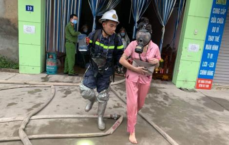 Giải cứu thành công 14 người trong vụ cháy nhà nghỉ lúc sáng sớm