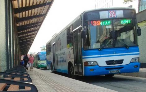 TPHCM: Taxi, xe công nghệ được hoạt động lại, xe buýt tiếp tục tạm dừng