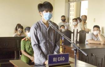 Dùng dao tấn công lực lượng phòng chống dịch COVID-19, lãnh 12 tháng tù