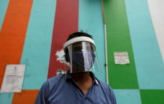 Indonesia hoãn dời thủ đô, ngừng giao thông đường biển và hàng không để chống dịch