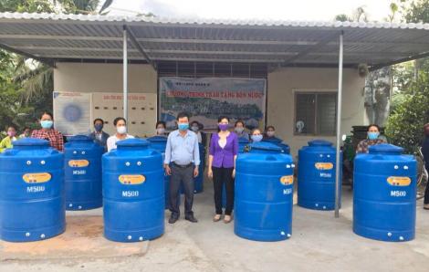 Trao 48 bồn chứa nước về vùng hạn mặn