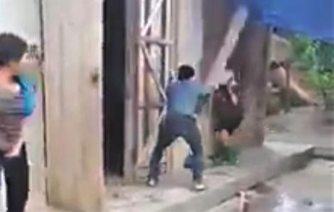 Điều tra vụ con trai vác ghế đánh gục mẹ già tại Yên Bái