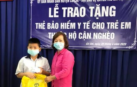 388 trẻ em được trao thẻ bảo hiểm y tế