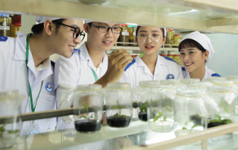 Hàng loạt trường đại học cho sinh viên đi học trở lại từ ngày 4/5