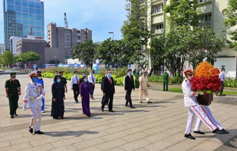 Lãnh đạo TPHCM dâng hoa, dâng hương Chủ tịch Hồ Chí Minh, viếng Nghĩa trang Liệt sĩ