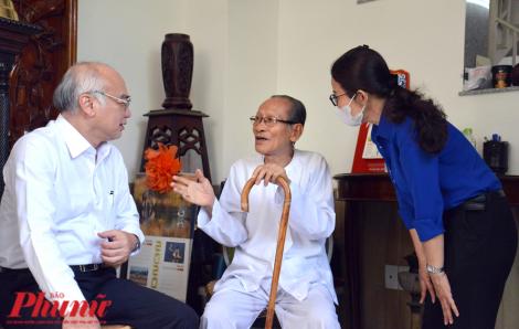 Trưởng Ban Tuyên giáo Thành ủy thăm nhân sĩ Hồ Ngọc Nhuận